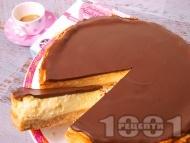 Рецепта Немски чийзкейк с натрошени обикновени бисквити (Победа), крема сирене и шоколад (с печене)